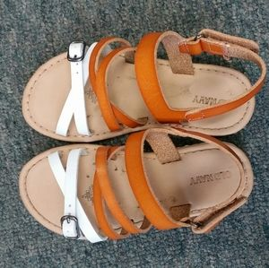 Cute little girls 10 Old Navy learher sandals EUC